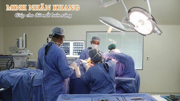 Giá mổ đục thủy tinh thể ở bệnh viện mắt Trung ương dao động từ 4 - 40 triệu/ 1 mắt